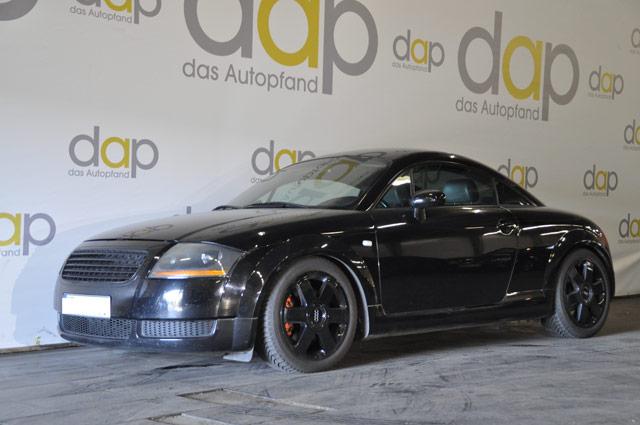 Schwarzer Audi TT in der Versteigerung