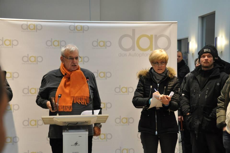 Auktionator auf Auktion in Krefeld