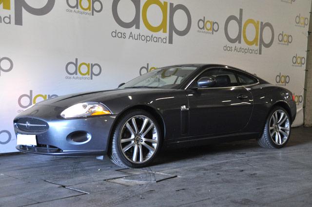 Jaguar XK silber