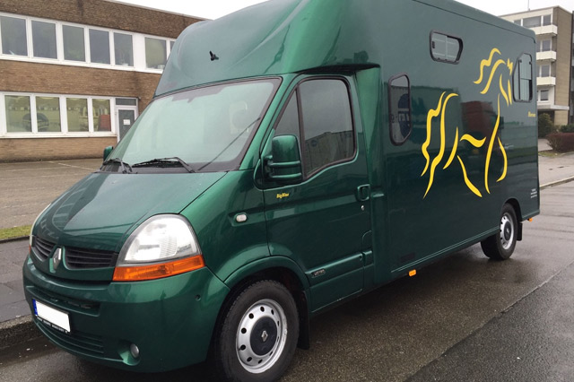 Renault Master Pferdetransporter